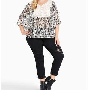 Peasant Torrid lace front  fliwy blouse